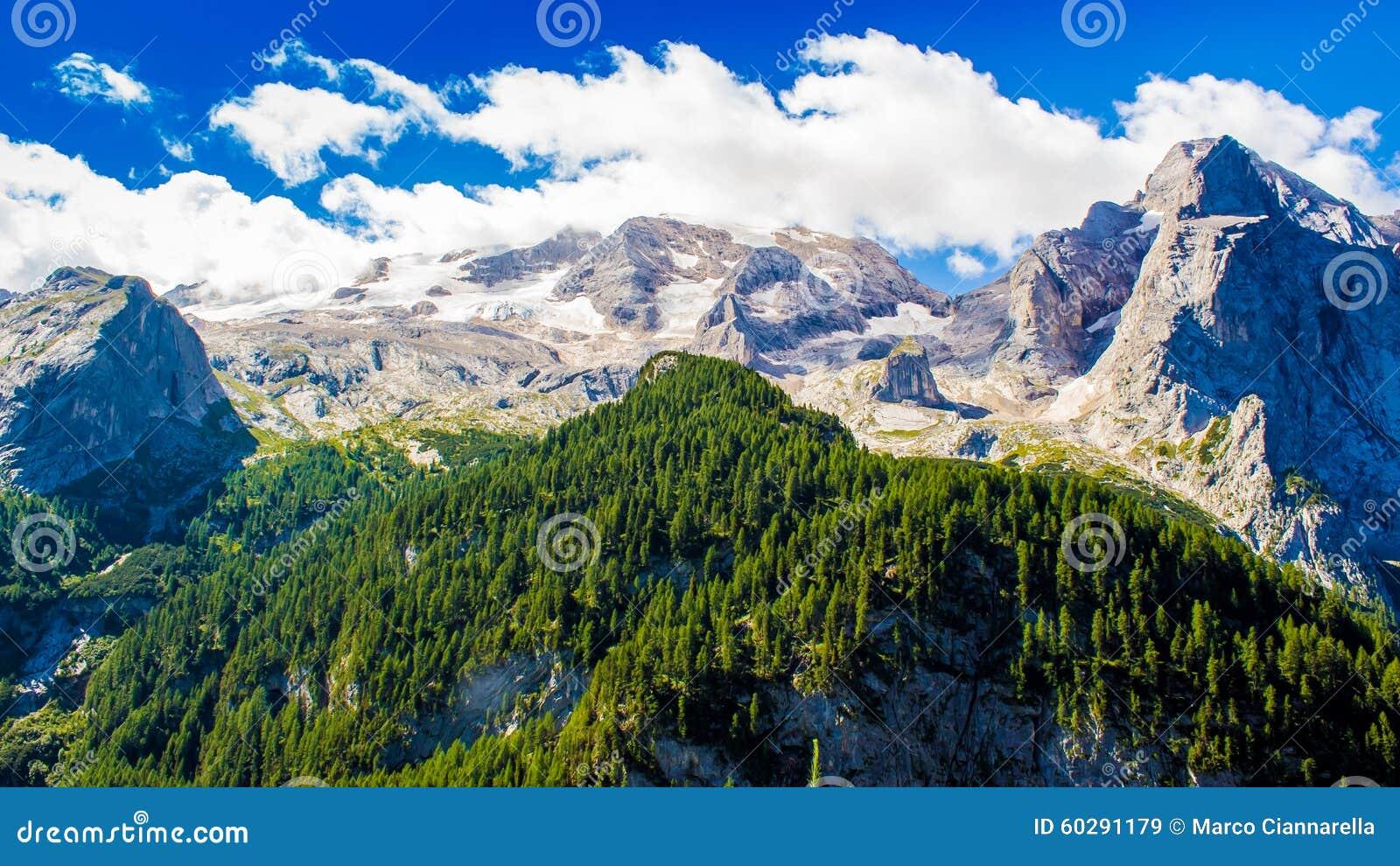 马尔莫拉达山,意大利的断层块的看法