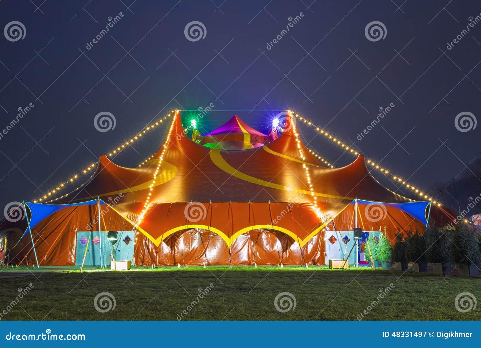 五颜六色的意思_马戏五颜六色的帐篷