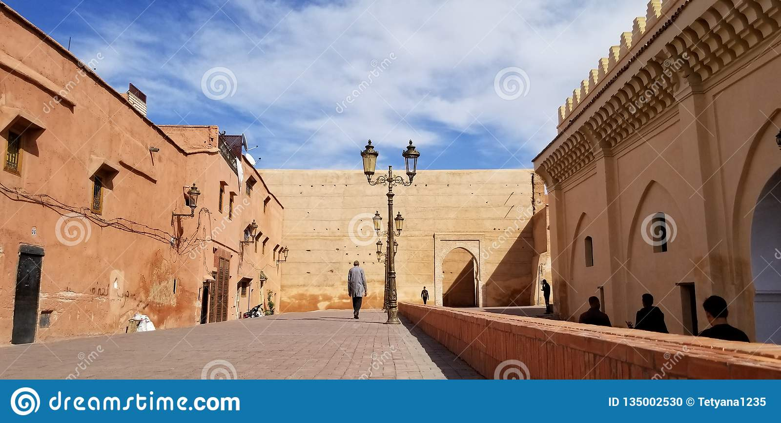 马拉喀什麦地那市墙壁-老被加强的城市