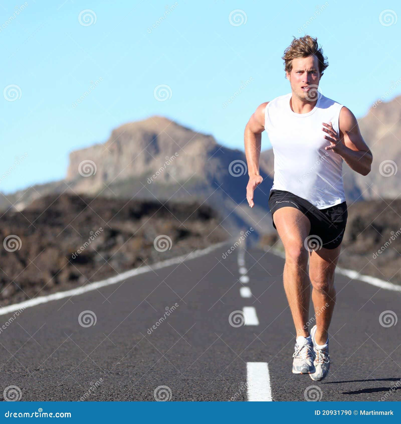 马拉松运动员运行中