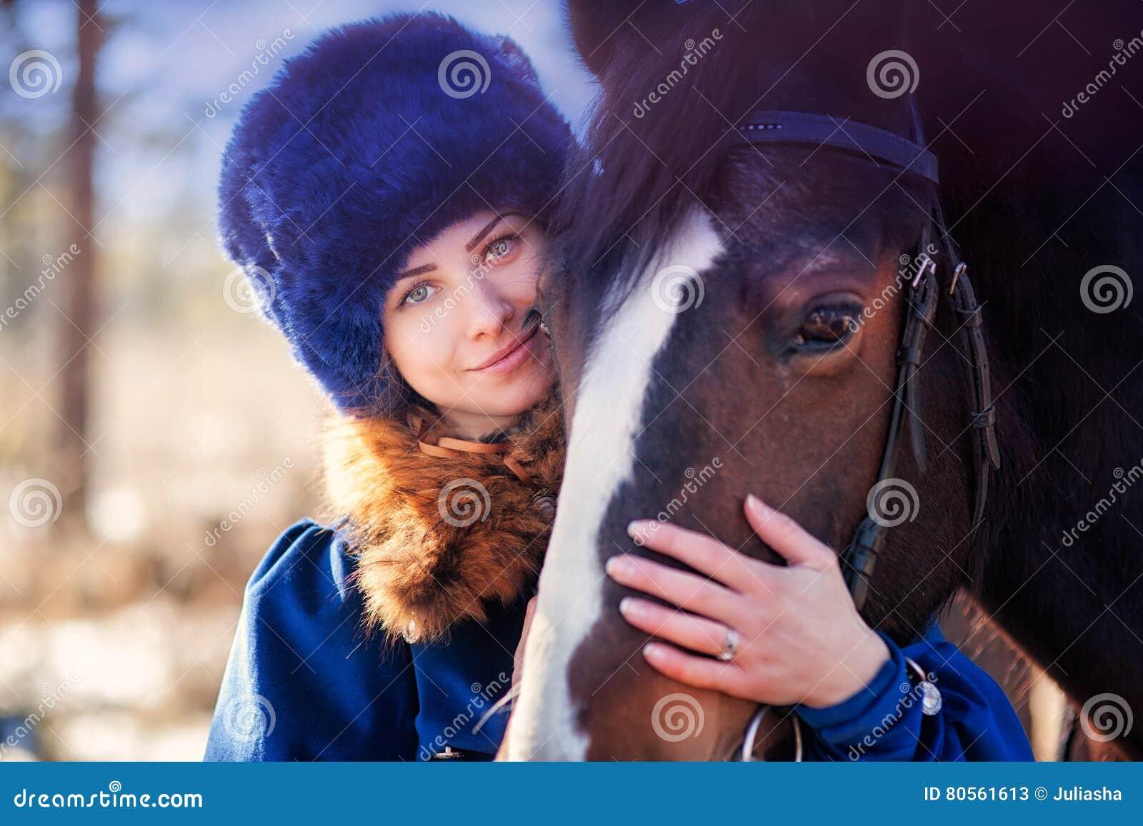 马的绅士妇女