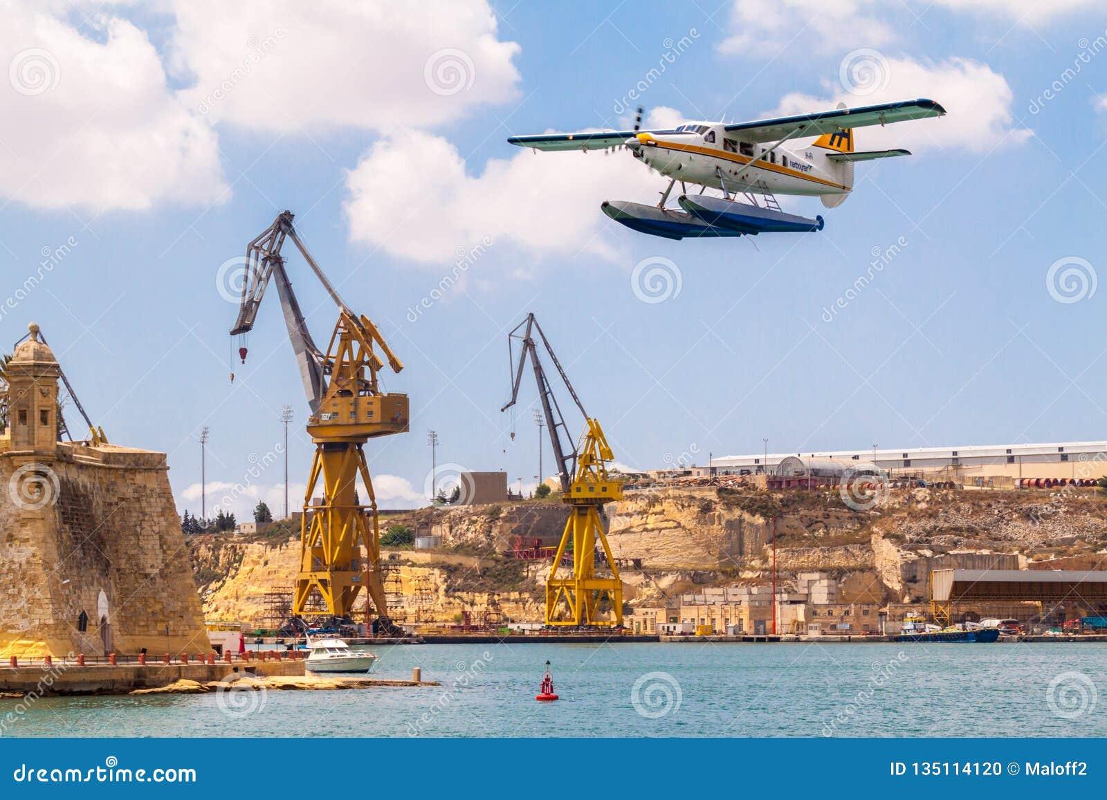 马耳他valetta 港口空气水上飞机De Havilland加拿大DHC-3涡轮水獭9H-AFA在盛大港口,森格莱阿离开