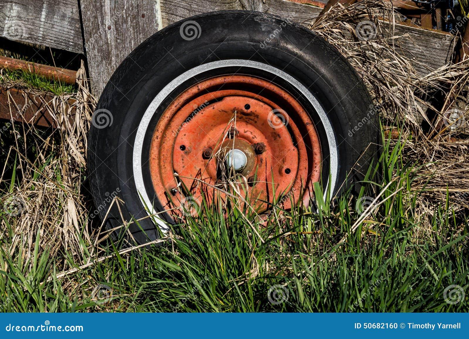 Download 马车车轮 库存照片. 图片 包括有 投反对票, 放弃了, 杂草, 绿色, 轮子, 设备, 木头, 轮胎, 无盖货车 - 50682160