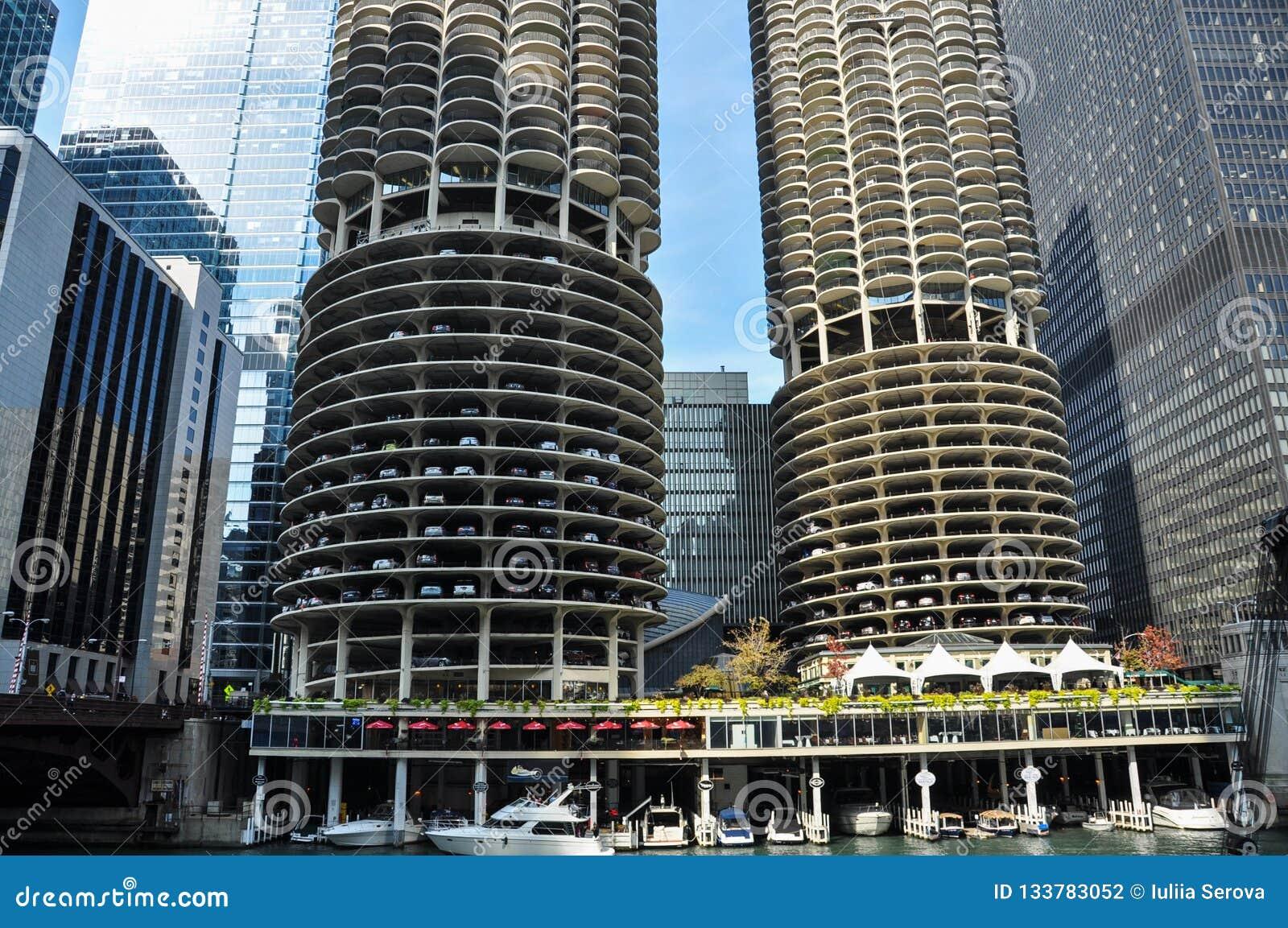 马里纳城是一个混杂用途住宅商业大厦区在芝加哥