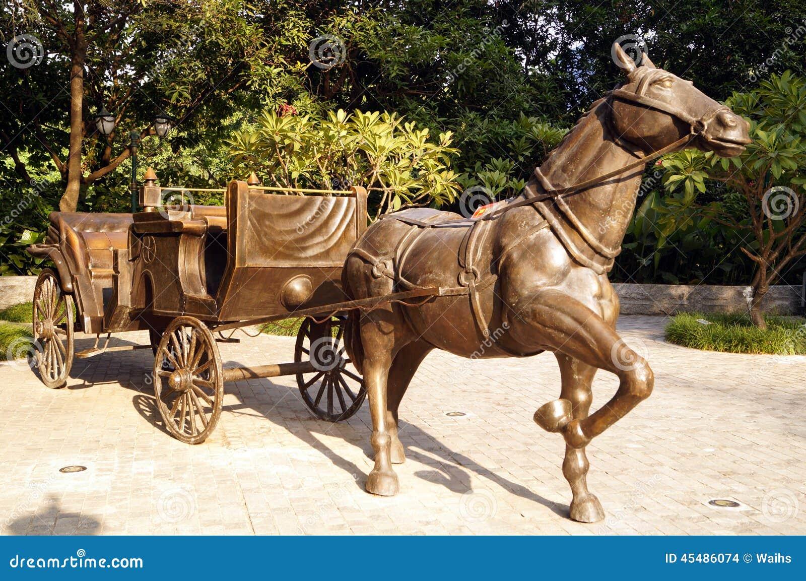 马雕塑风景