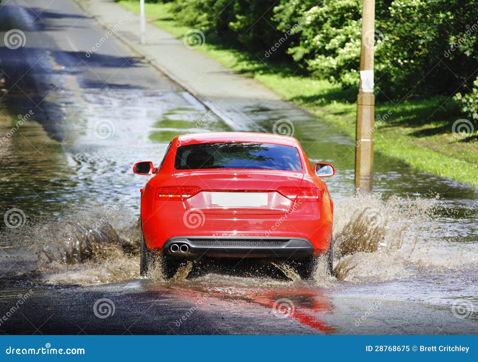 驾车通过洪水
