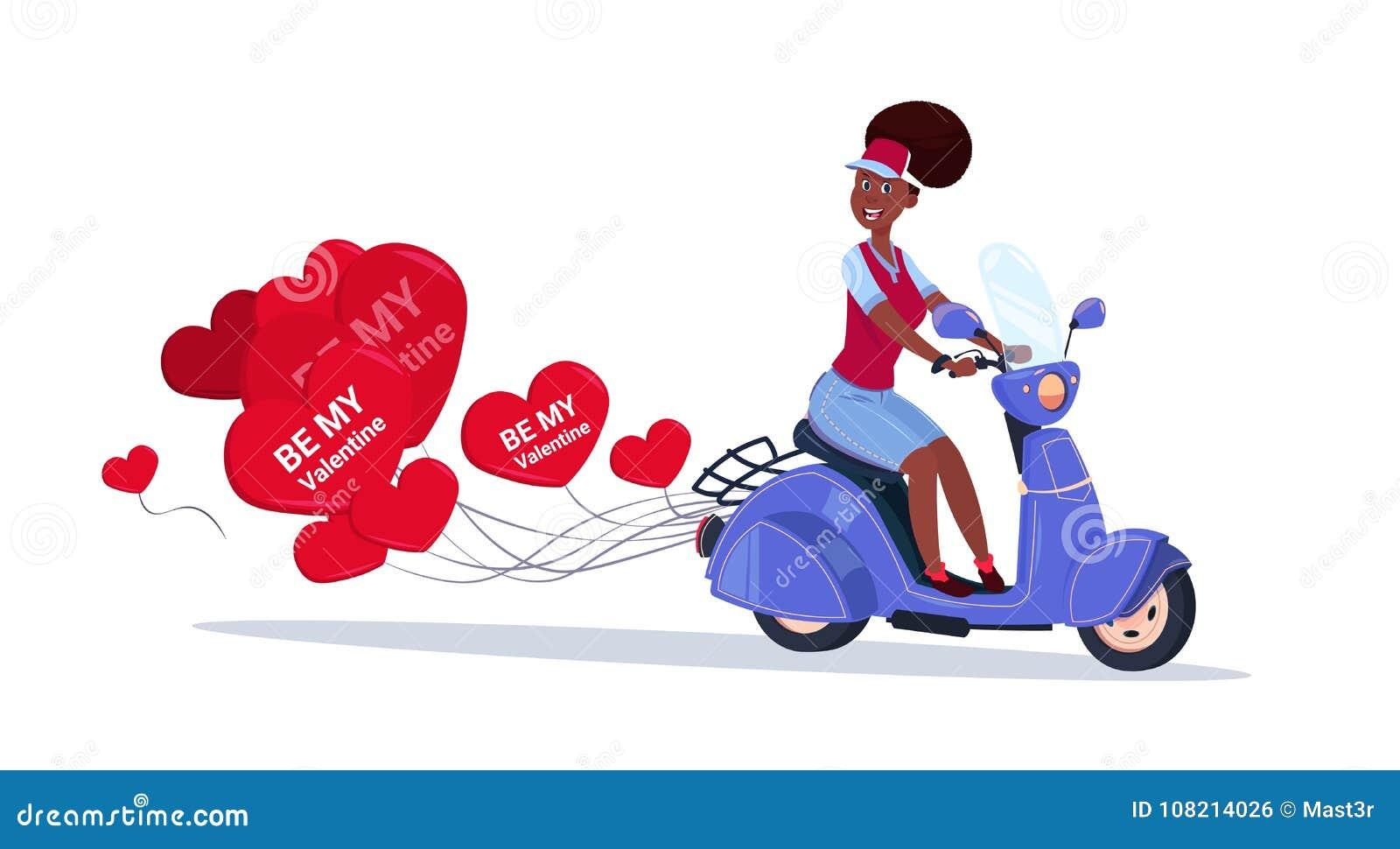 骑有心形的气球愉快的情人节概念的非裔美国人的妇女减速火箭的马达自行车