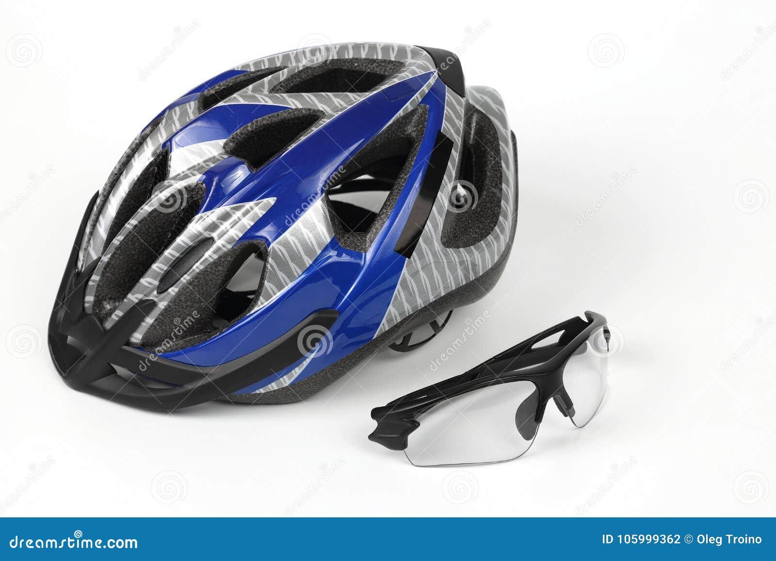 骑自行车在盔甲的背景的透明玻璃