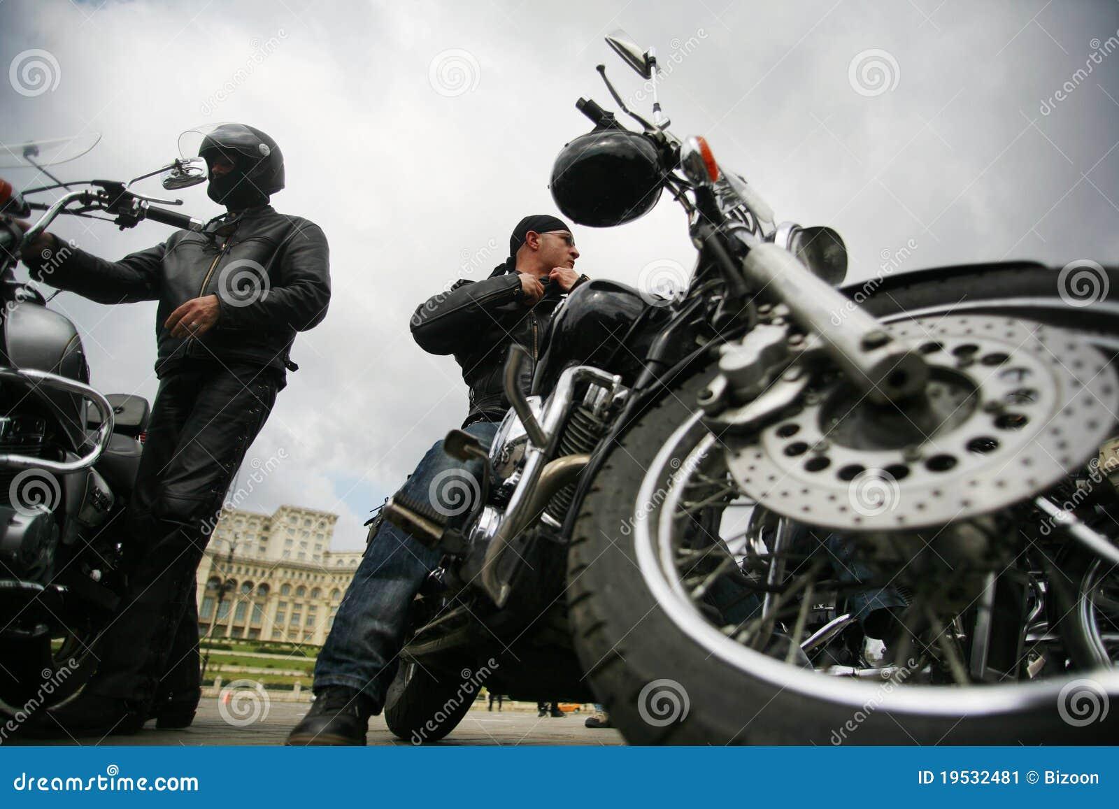 骑自行车的人二