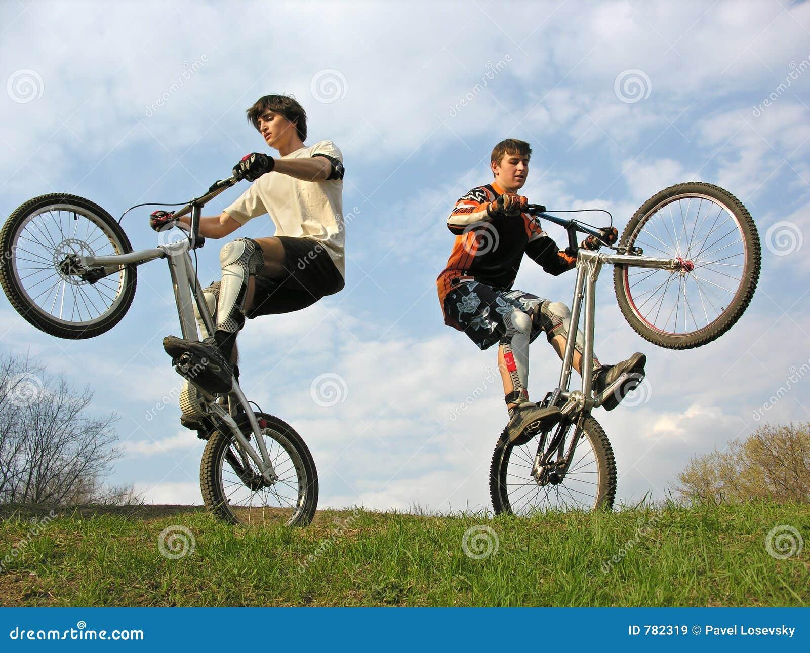 骑自行车的人山二