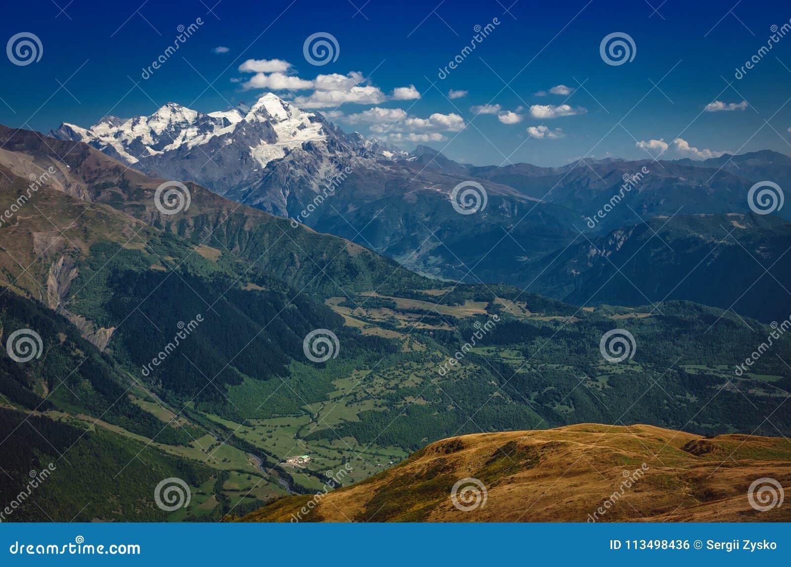 高加索山脉在乔治亚国家 美丽的山la