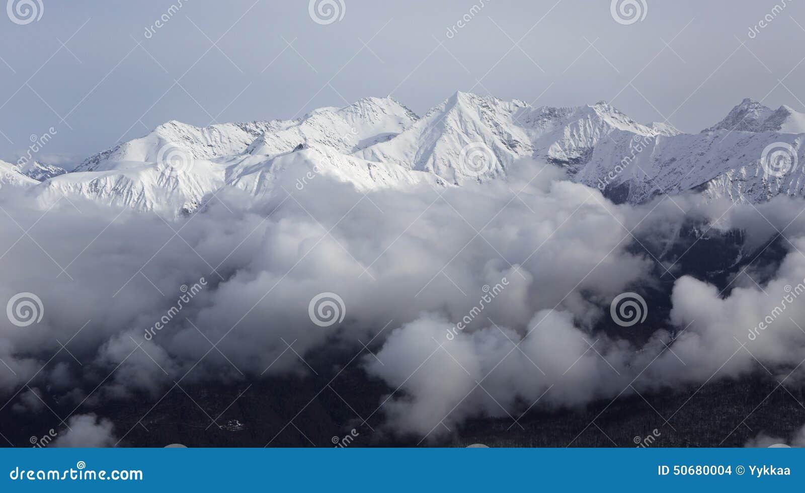 Download 高加索的美好的积雪覆盖的峰顶 库存照片. 图片 包括有 横向, 旅游业, 体育运动, 俄国, 休闲, 本质 - 50680004