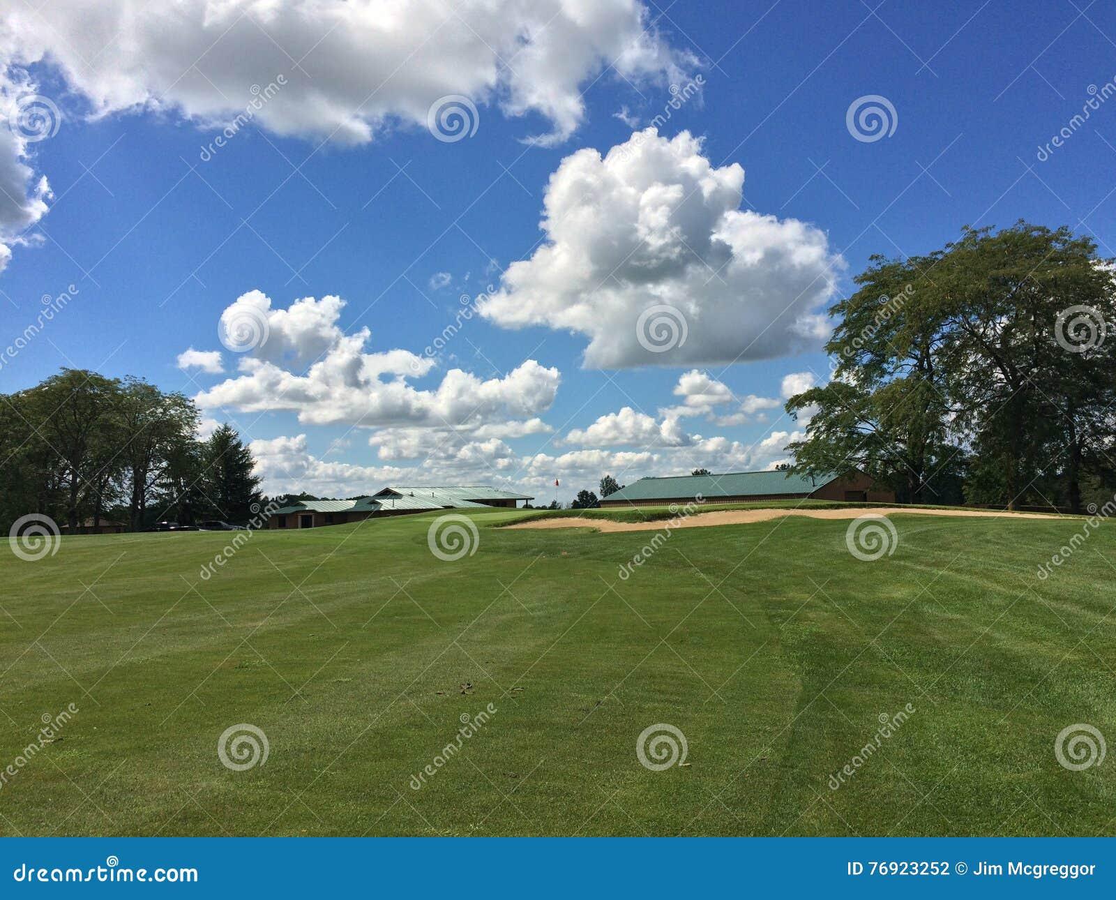 高尔夫球一回合的美好的天