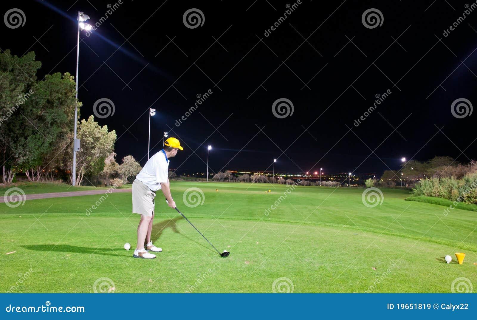 高尔夫球晚上