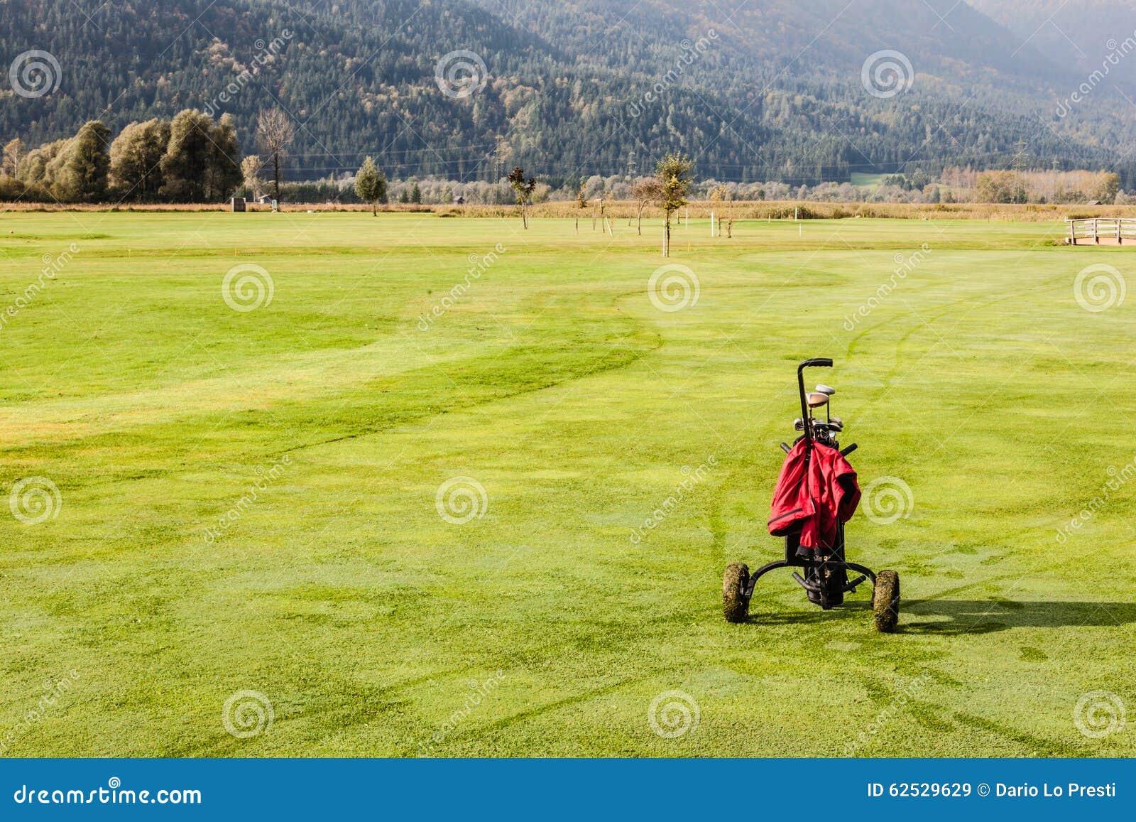 高尔夫球袋在高尔夫球场