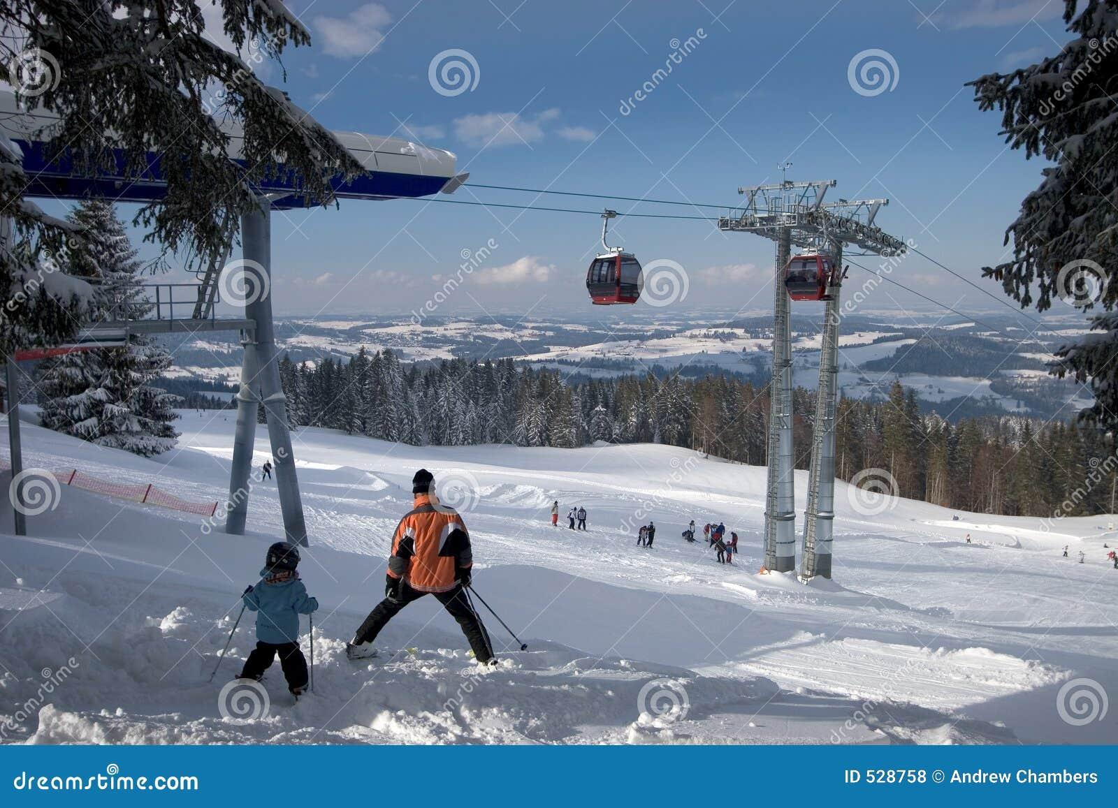 Download 高山滑雪 库存照片. 图片 包括有 修改, 多山, 冬天, 推力, 灰色, 系列, 汽车, 组塑, 瑞士, 滑雪 - 528758