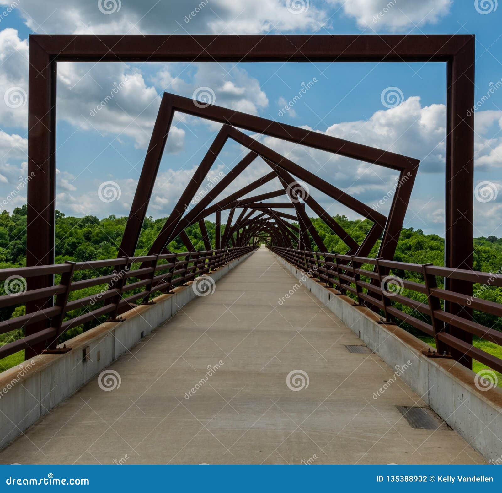 高支架足迹桥梁在农村衣阿华