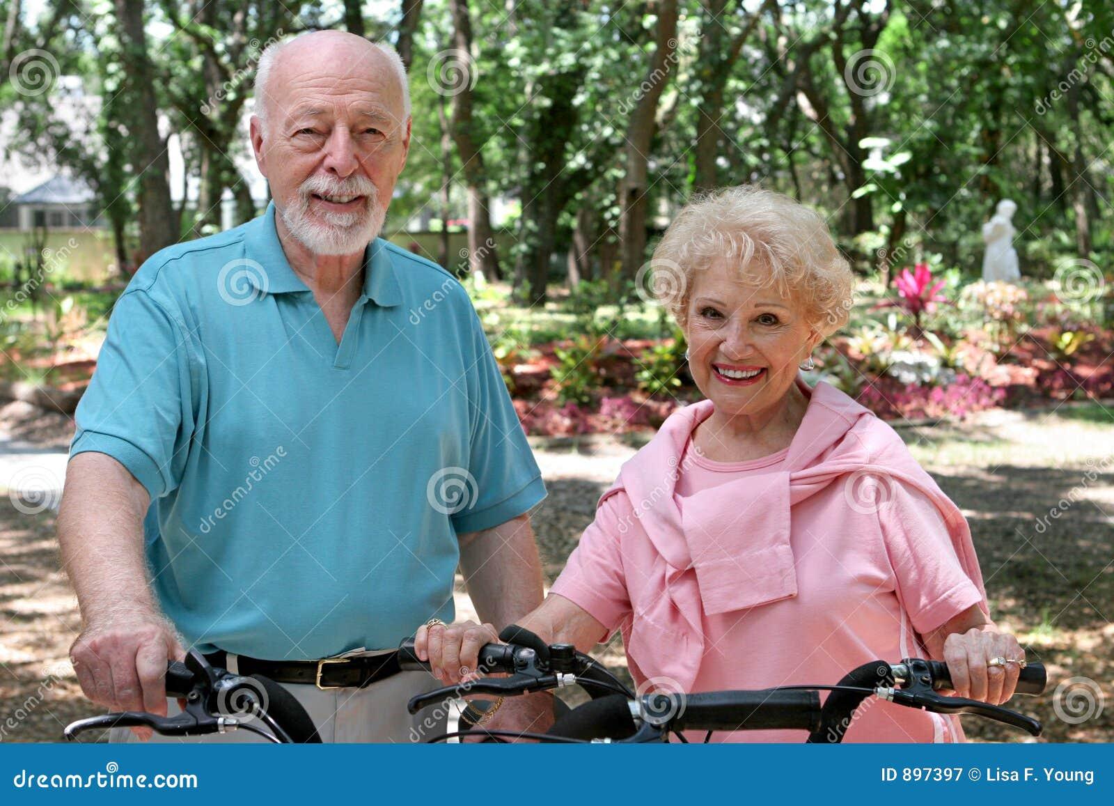 高级有效的骑自行车的人