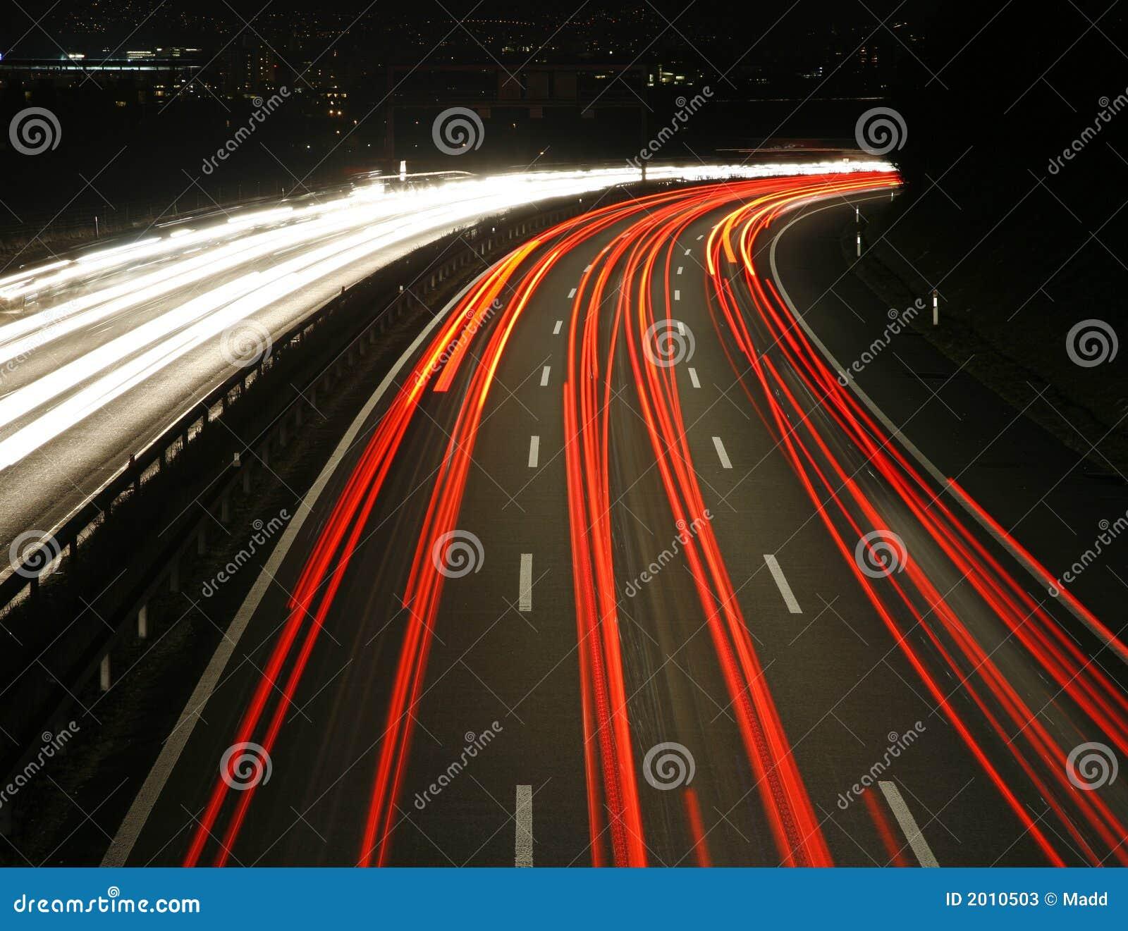 高速公路晚上