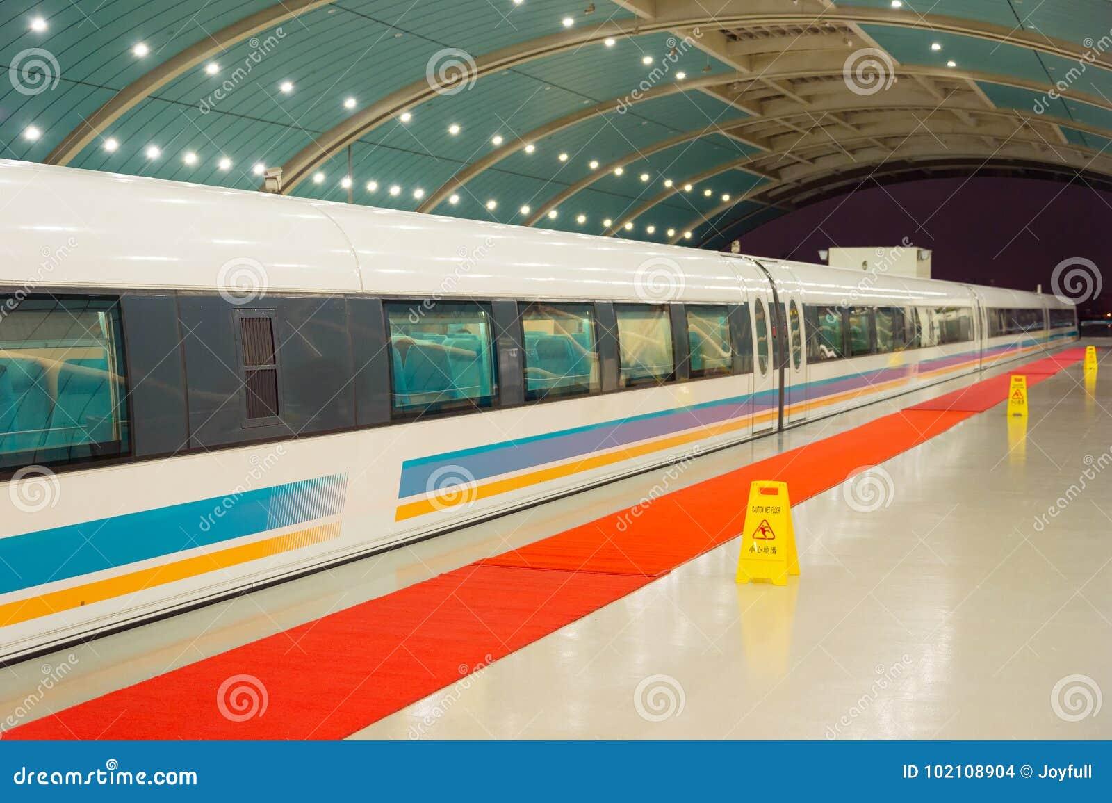 高速磁悬浮火车