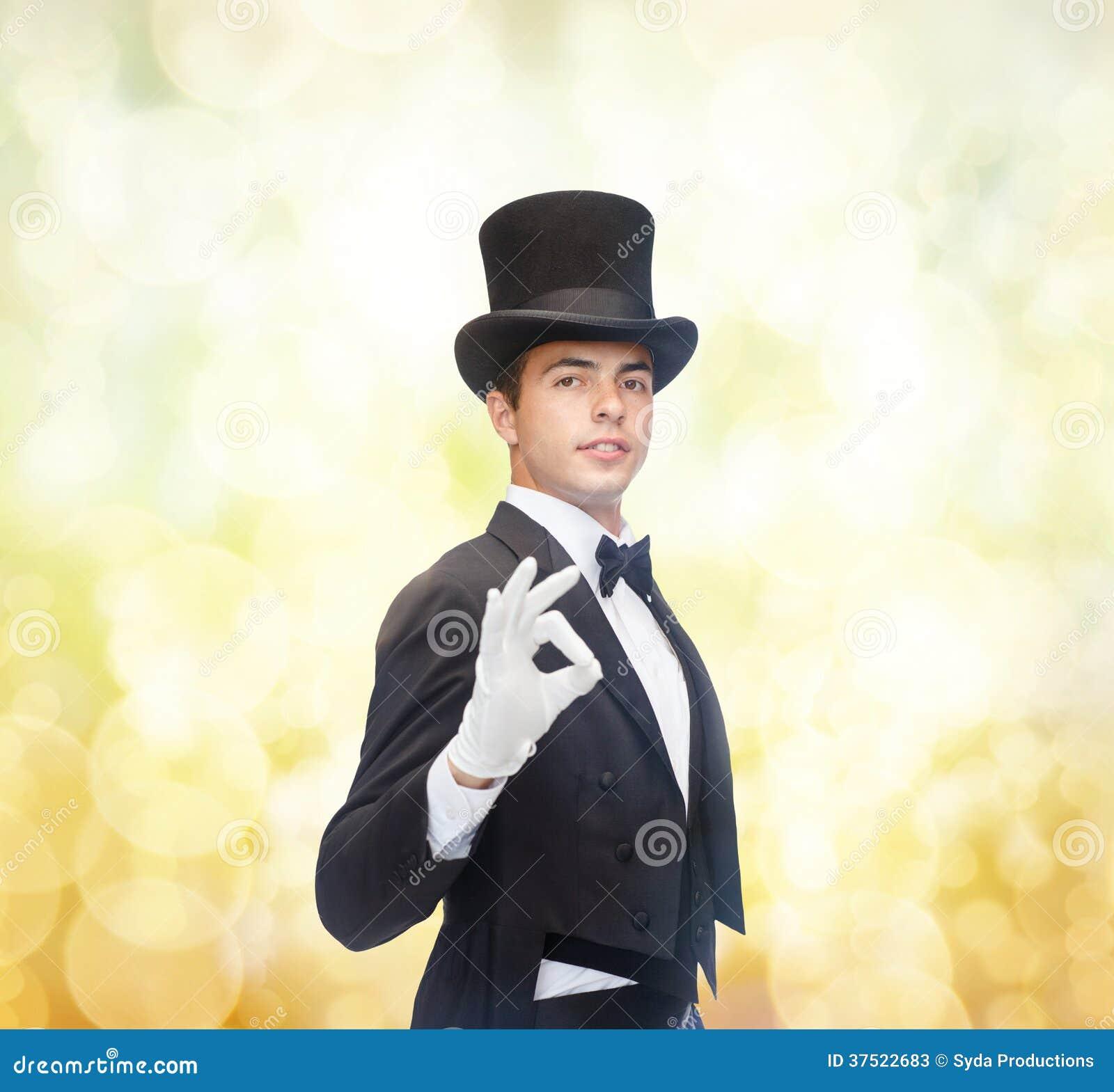 高顶丝质礼帽陈列把戏的魔术师