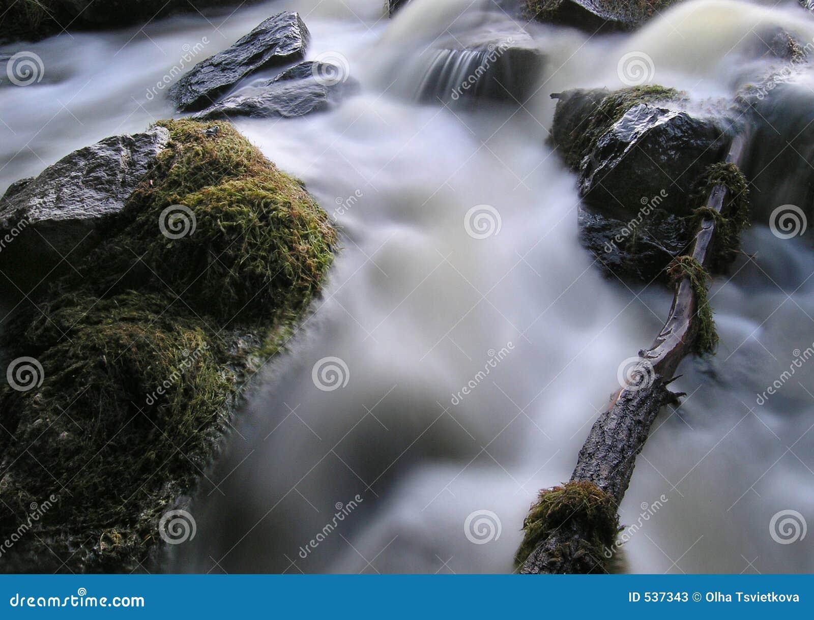 Download 魔术瀑布 库存图片. 图片 包括有 幸福, 结算, 自由, 小河, 生态, 背包, 灰色, 线路, 绿叶, browne - 537343