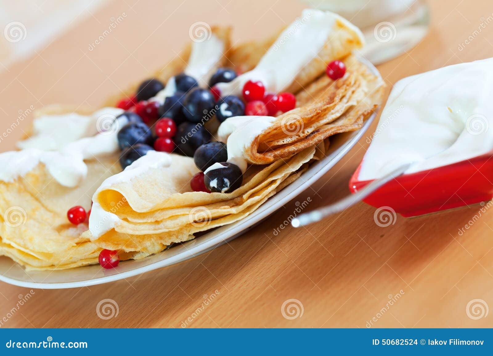 Download 鲜美早餐甜薄煎饼用莓果 库存照片. 图片 包括有 关闭, 餐具, 不健康, 奶油, 牛奶店, 蓝莓, 美食 - 50682524