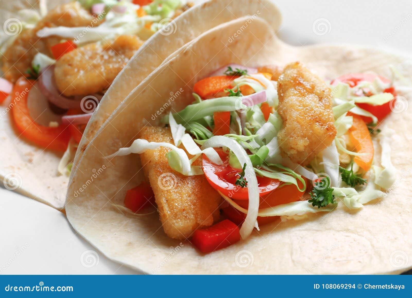 鲜美鱼肉玉米卷,特写镜头