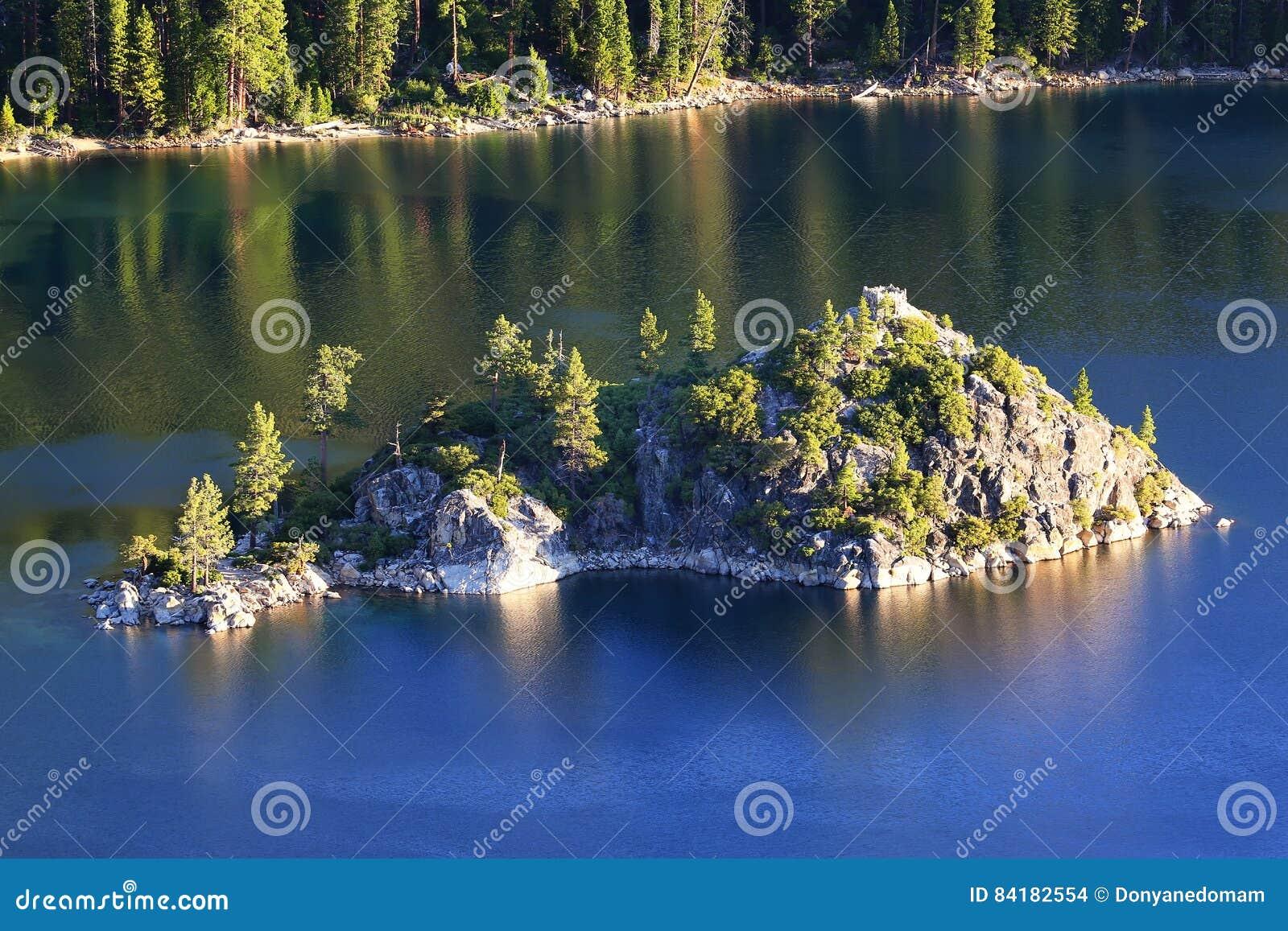 鲜绿色海湾的,太浩湖,加利福尼亚,美国Fannette海岛