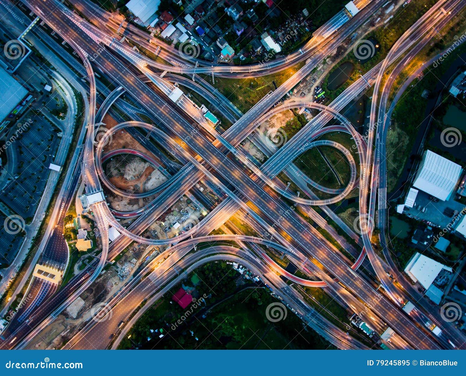 从鸟瞰图的高速公路连接点