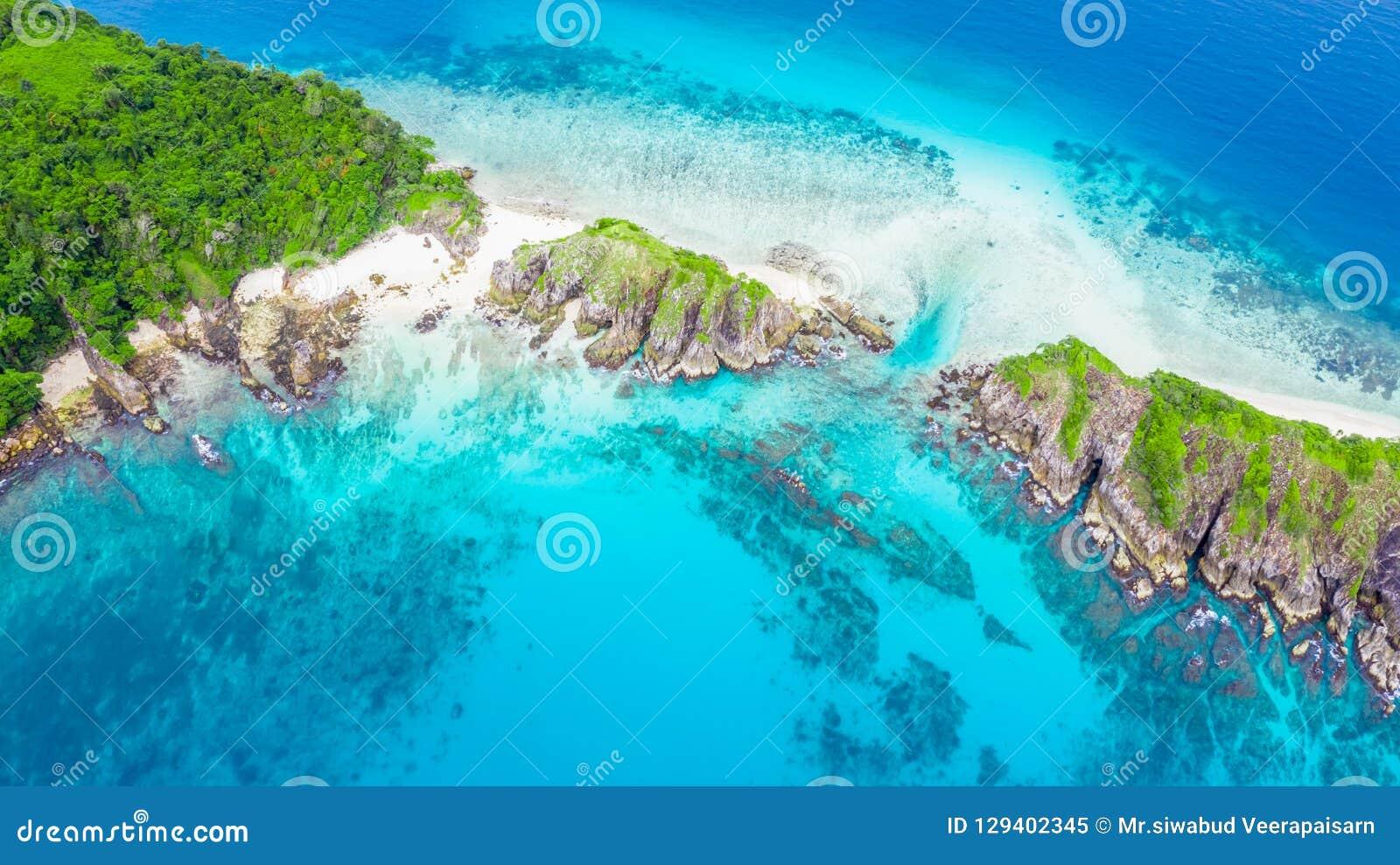 鸟瞰图美丽的热带白色沙子海滩和废气管poi