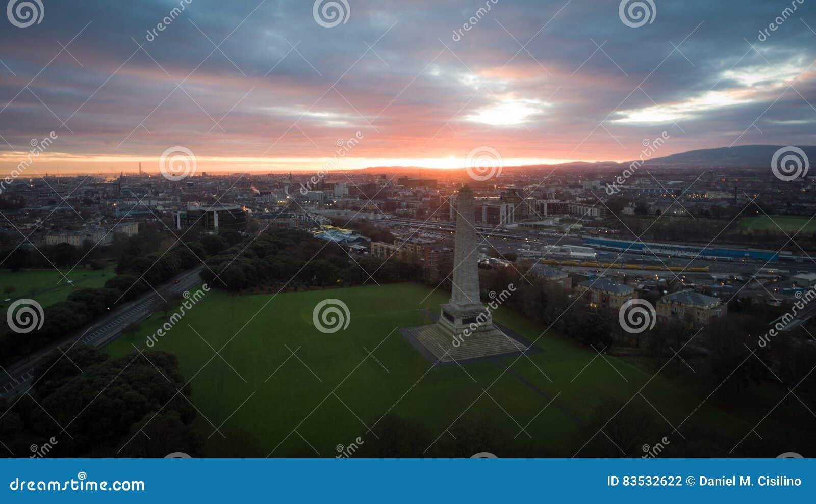 鸟瞰图 菲尼斯公园和惠灵顿纪念碑 都伯林 爱尔兰