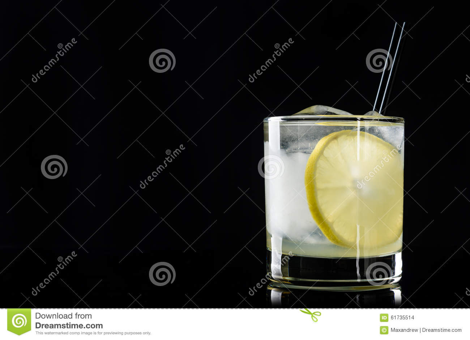 鸡尾酒用柠檬和冰