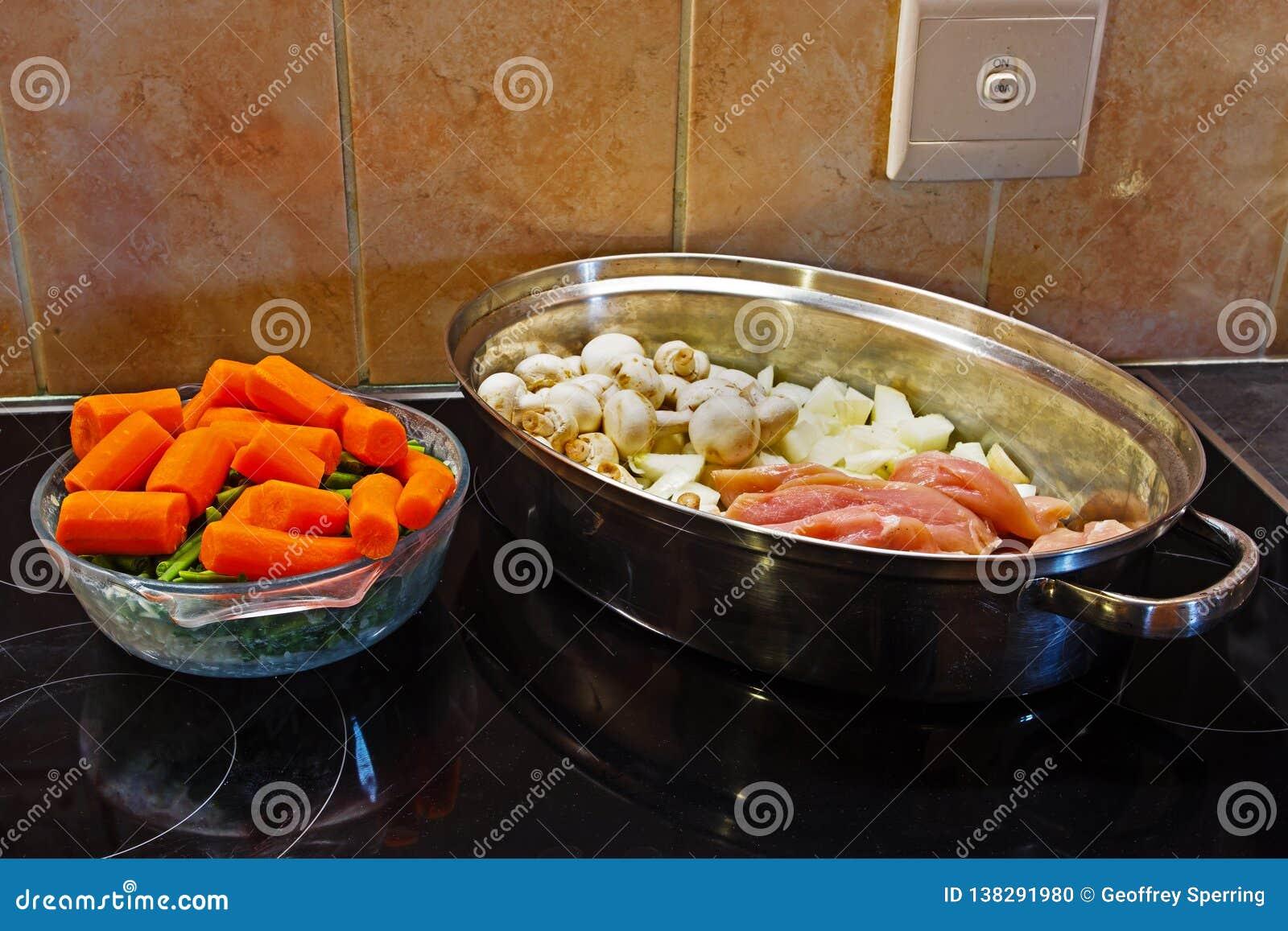 鸡肉沙锅菜的未加工的成份