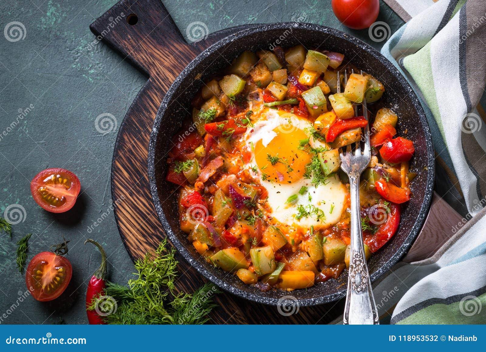 鸡蛋油煎的蔬菜