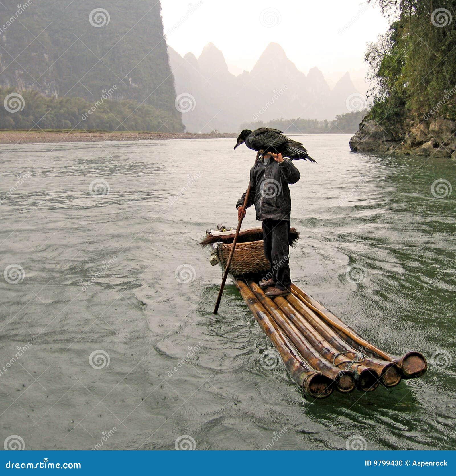 运载钓鱼他的锂孤立河的鸬鹚渔夫使用.