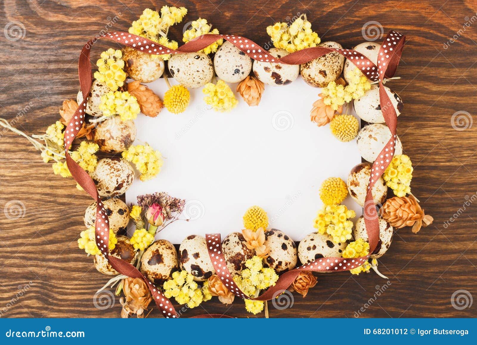 从鹌鹑蛋和装饰的框架