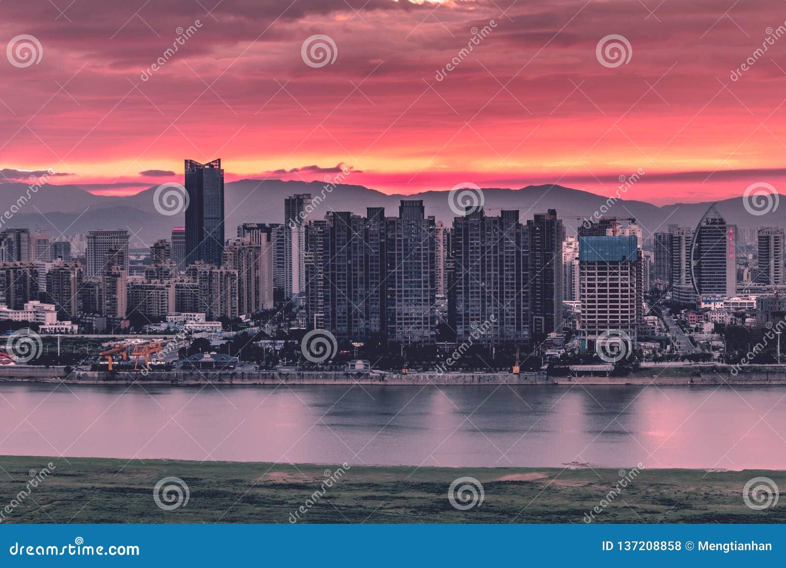 黄昏在现代城市