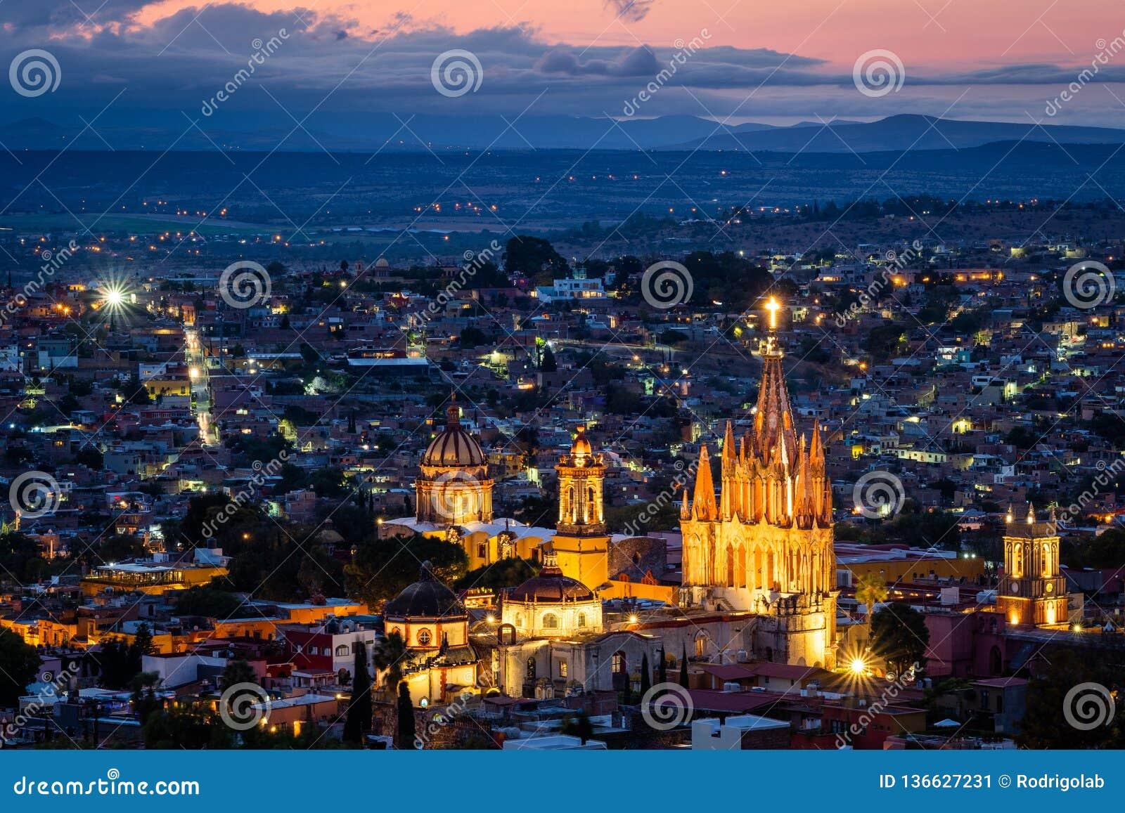 黄昏的圣米格尔德阿连德,瓜纳华托州,墨西哥