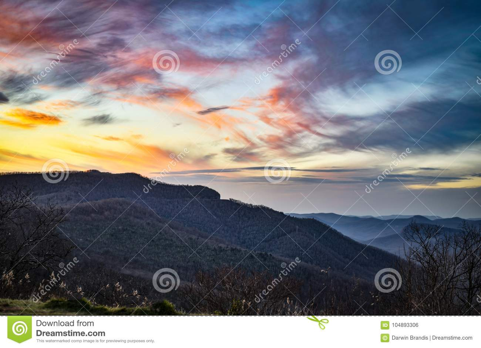 黄昏的蓝岭山脉