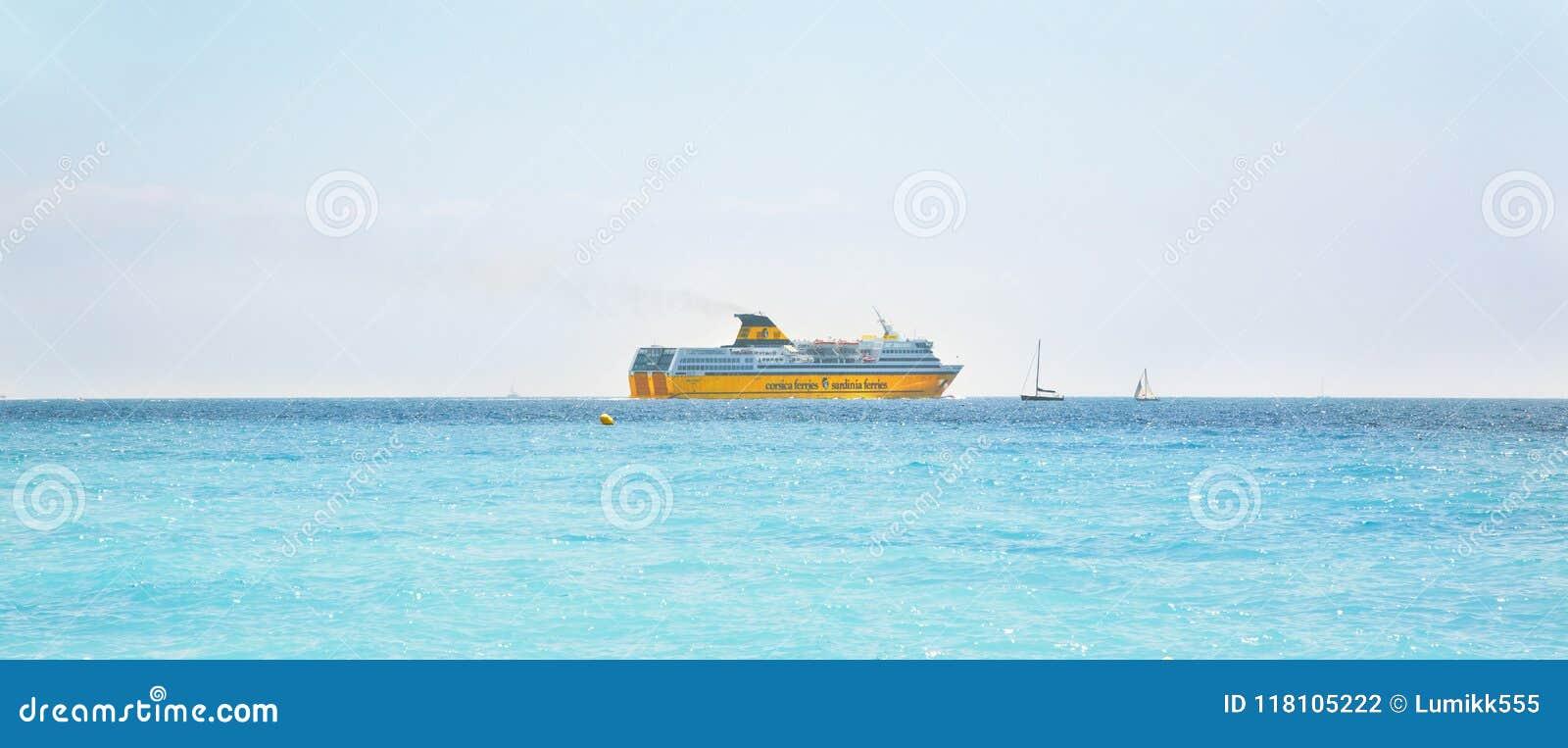 黄色客船可西嘉岛运送撒丁岛轮渡
