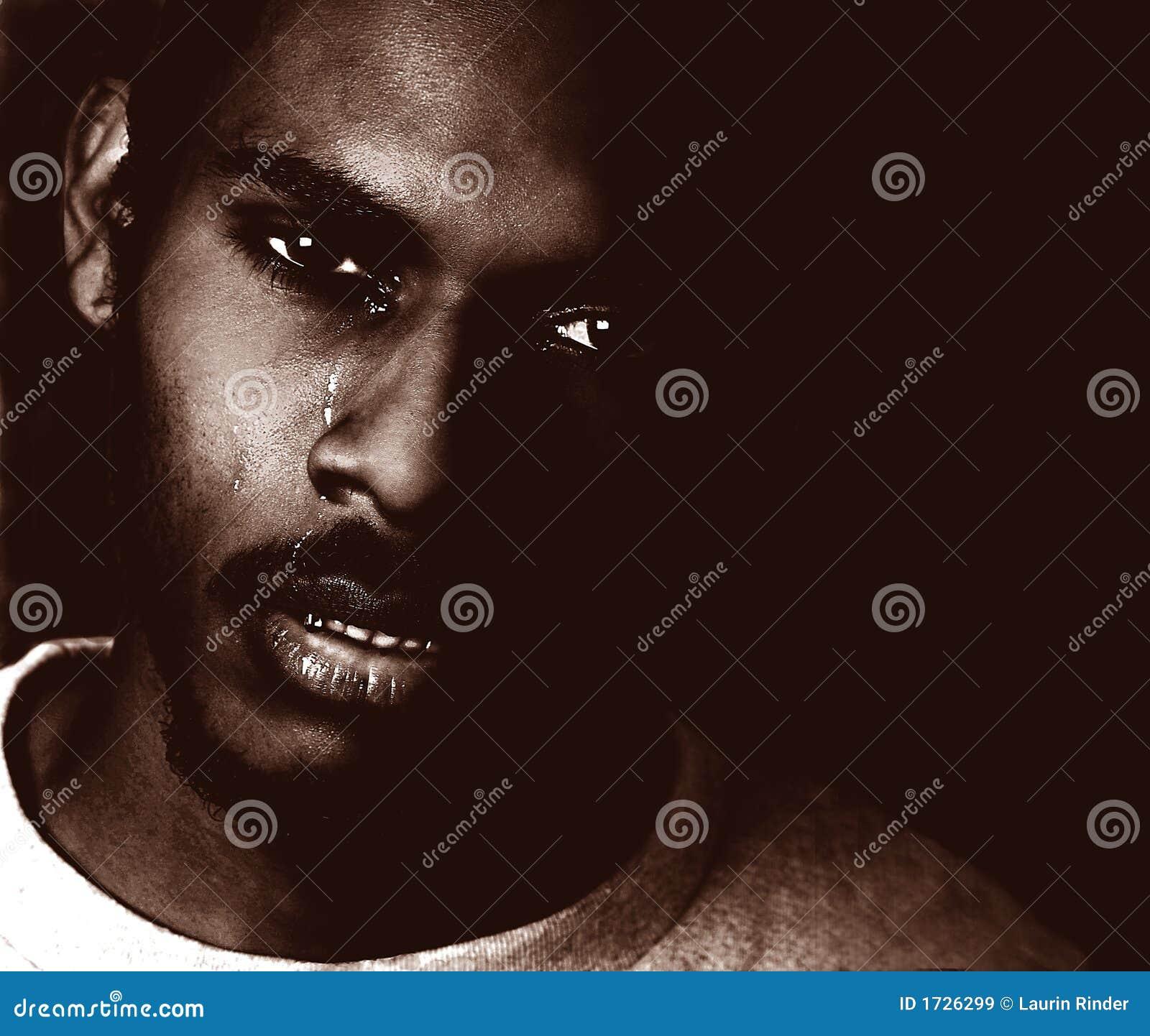 黑人哭泣的人