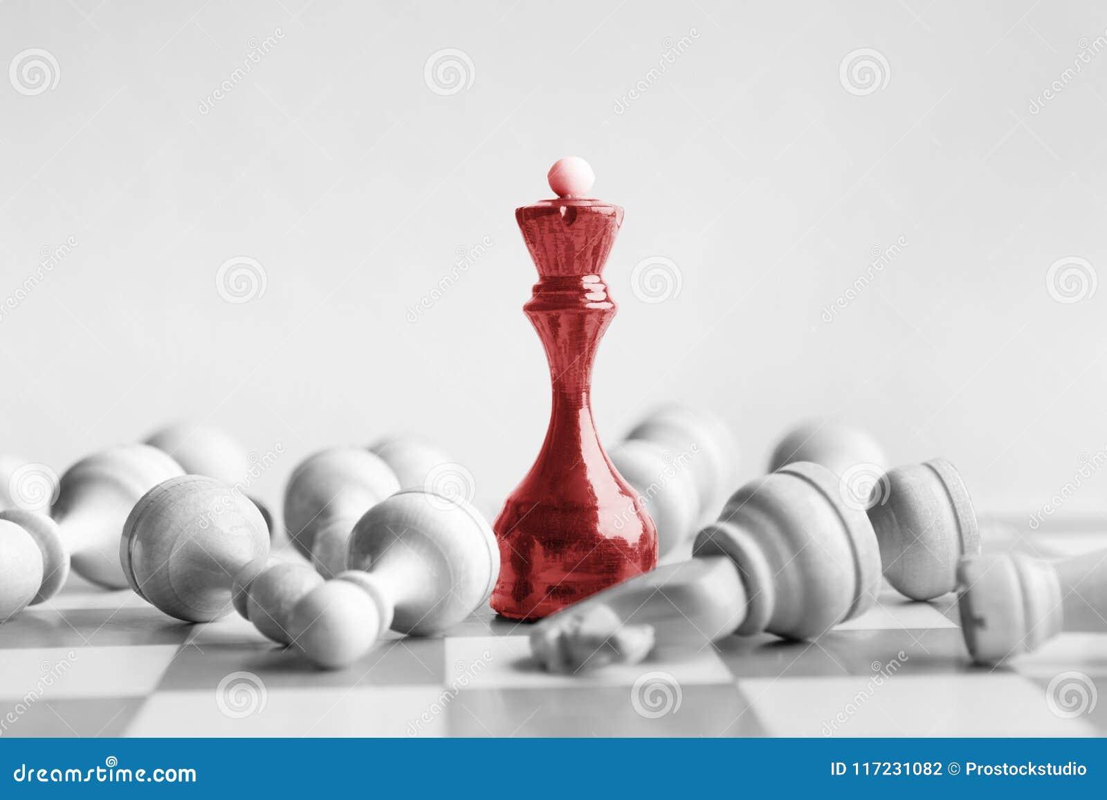 黑人棋女王/王后打在棋枰的白色