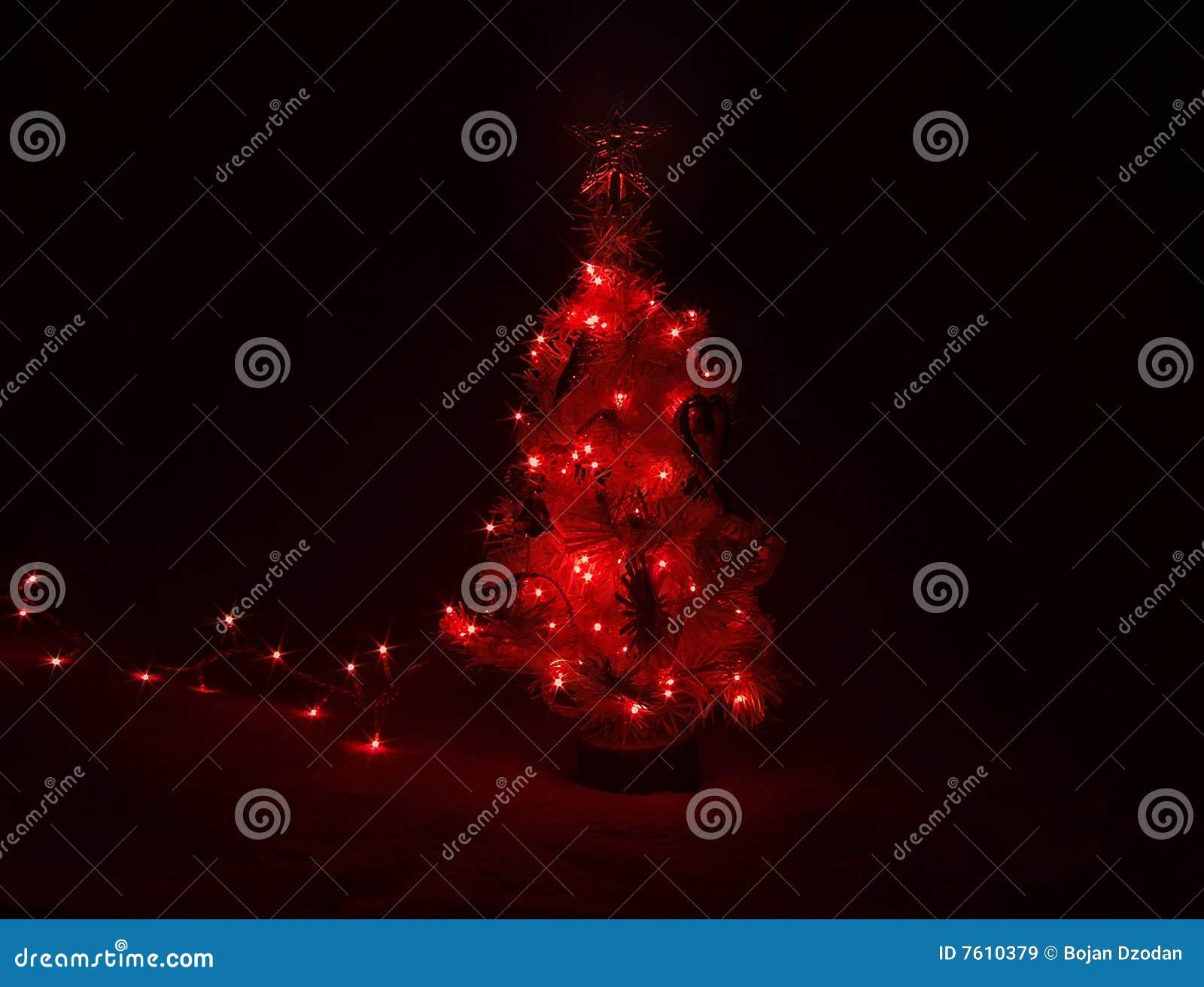 黑暗点燃红色结构树