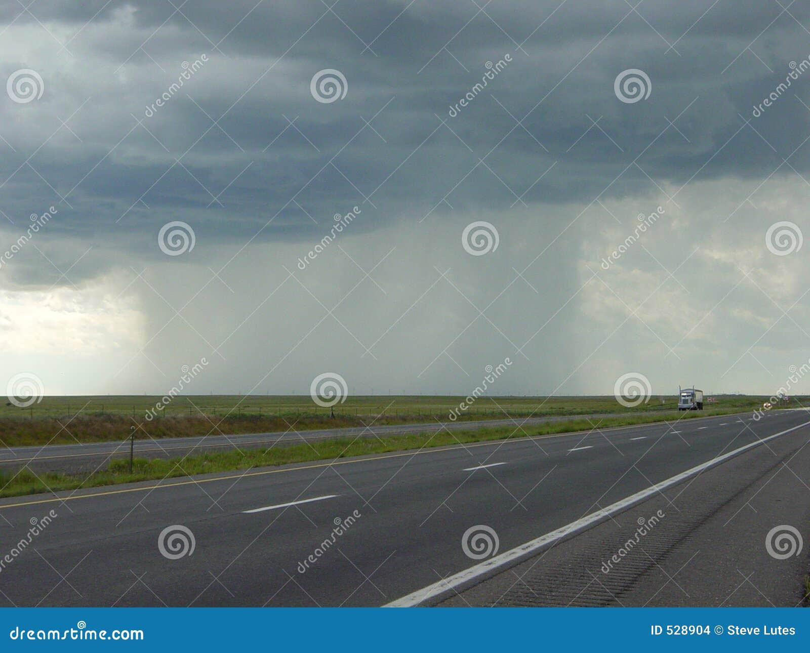 Download 黑暗的柱子雨 库存照片. 图片 包括有 高速公路, 云彩, 天气, 天堂, 拖车, 雷暴, 船具, thunderhead - 528904