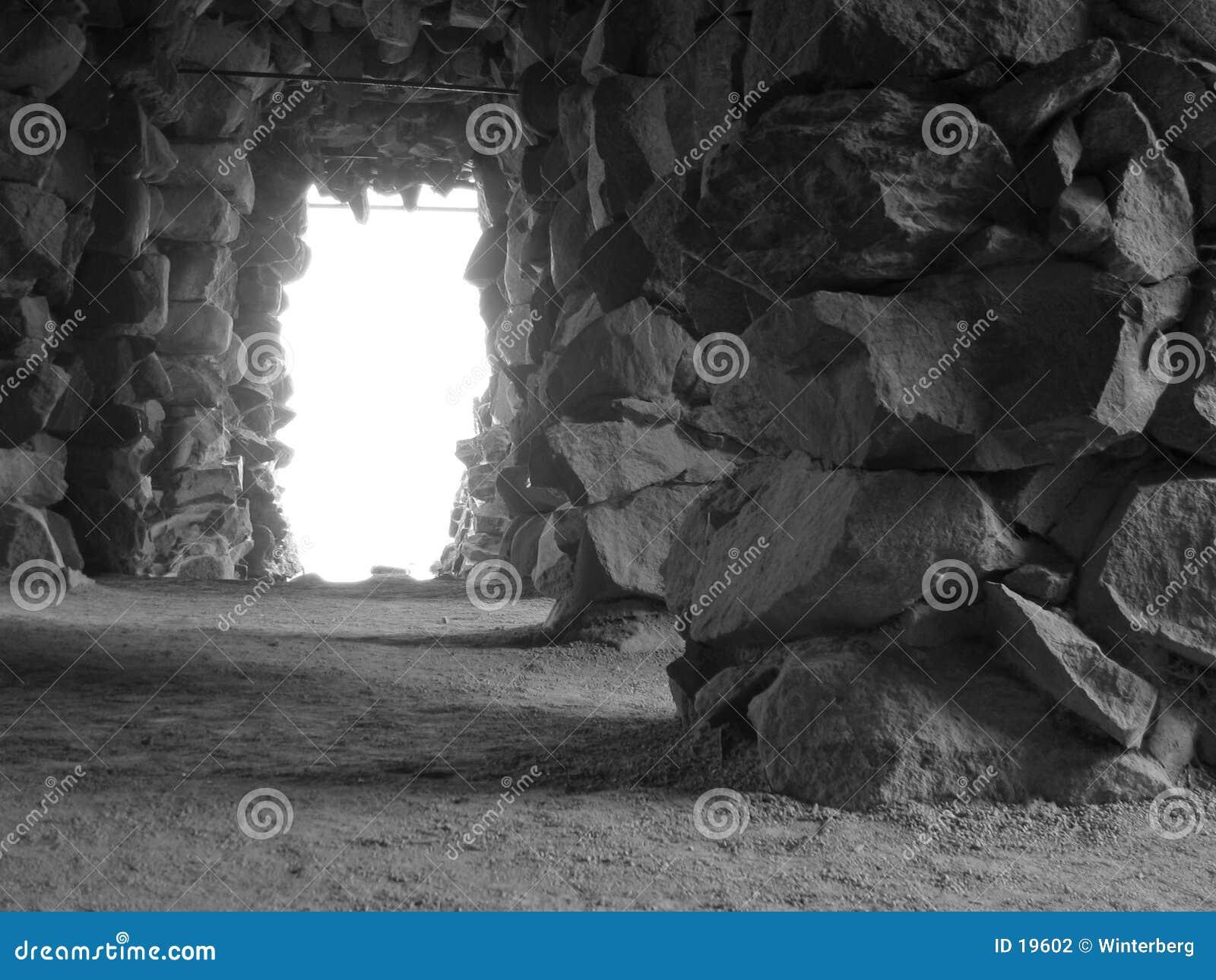黑色洞穴白色