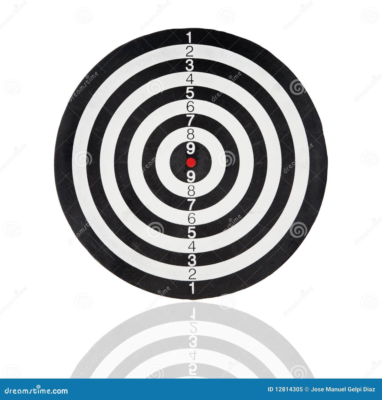 背景黑色圈子掷镖的圆靶查出的白色.