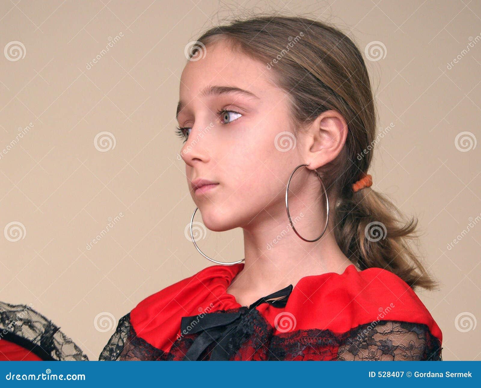 Download 黑色礼服耳环女孩鞋带纵向红色西班&# 库存图片. 图片 包括有 高雅, 眼睛, 现有量, beauvoir, 错过 - 528407