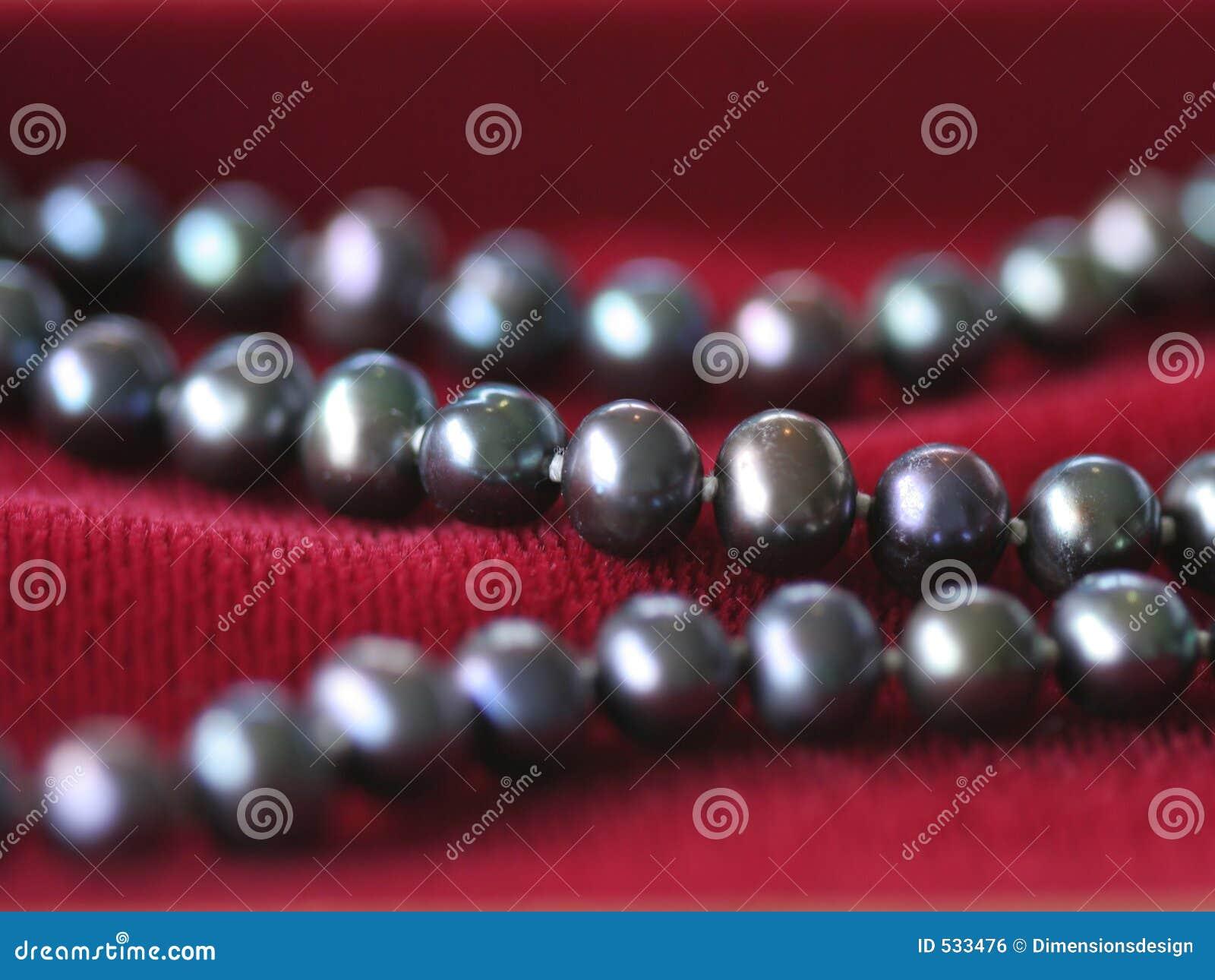Download 黑色项链珍珠红色天鹅绒 库存照片. 图片 包括有 珠宝, 珍珠, 字符串, 女性, 金子, 重点, 天鹅绒, 服装 - 533476