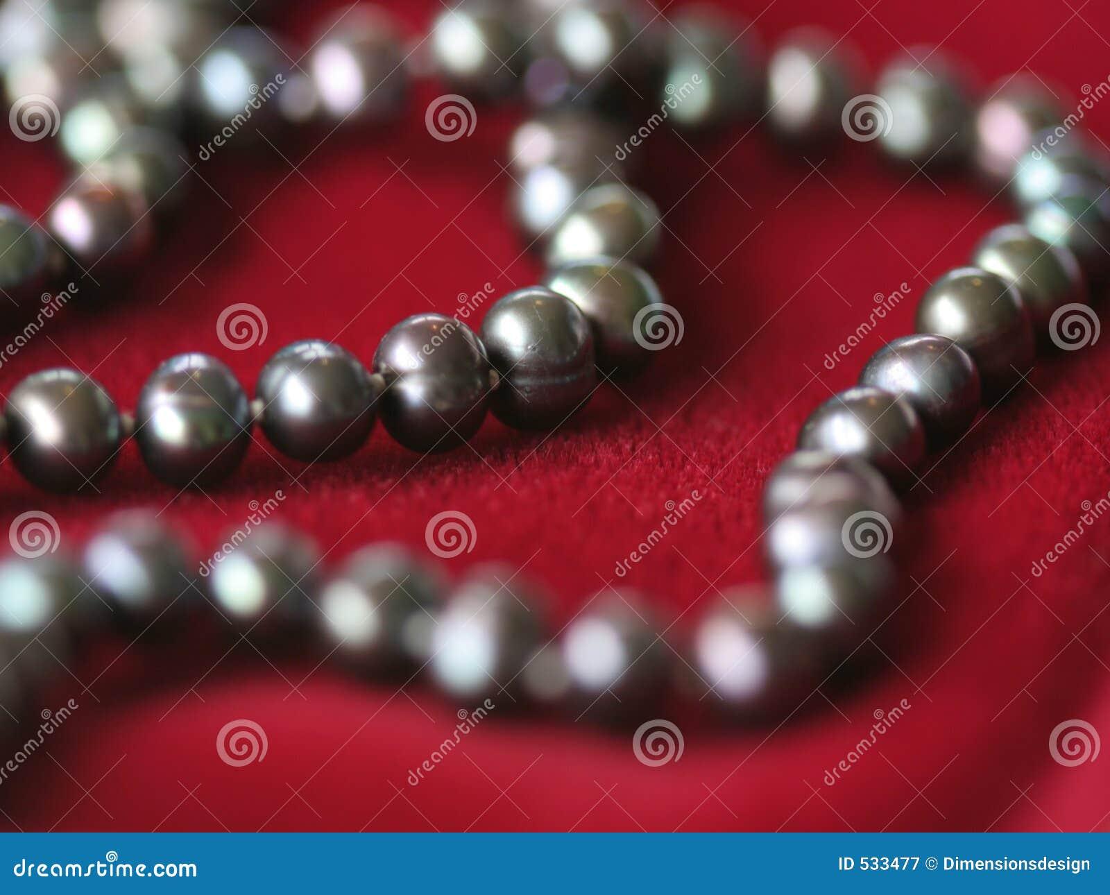 Download 黑色项链珍珠红色velvet2 库存图片. 图片 包括有 珍珠, 空白, 字符串, 红色, beauvoir - 533477